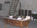 512. Tisch mit medizinischen Instrumenten 02
